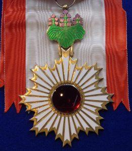 La Orden del Sol Naciente con la Paulonia
