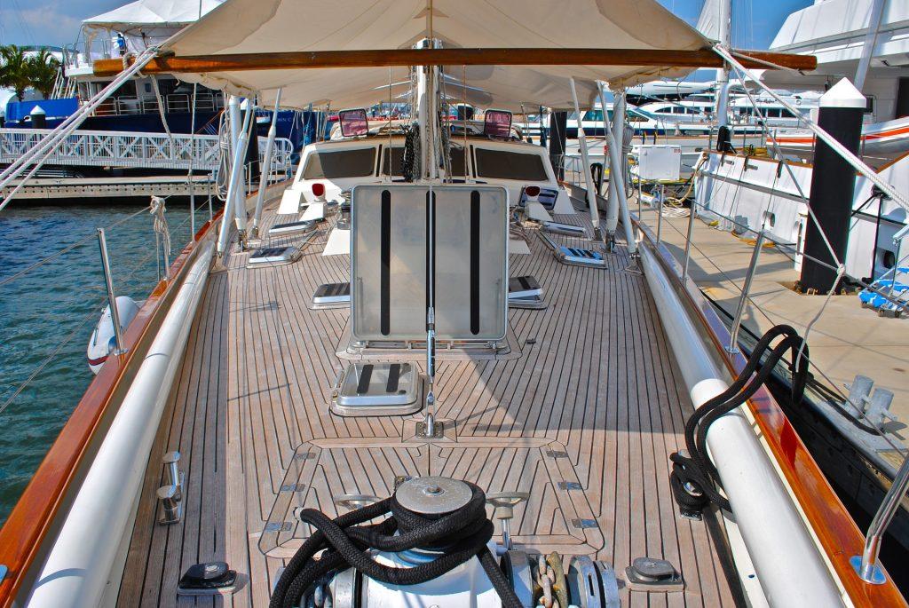 Cubierta de barco con madera de Teca