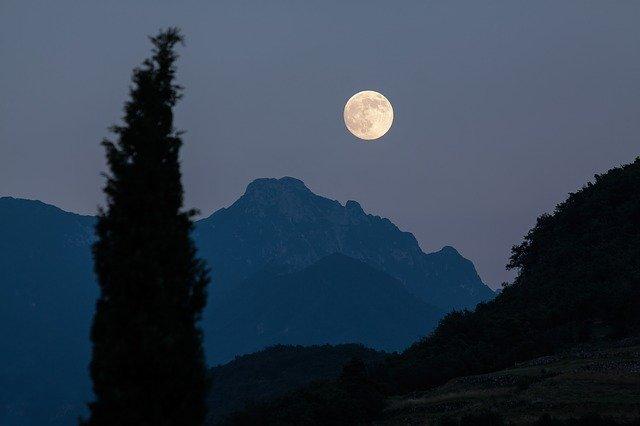 Madera cortada de acuerdo con la Luna