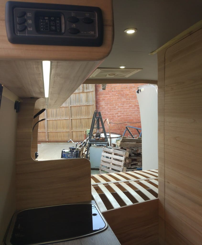 furgoneta camperizada madera natural