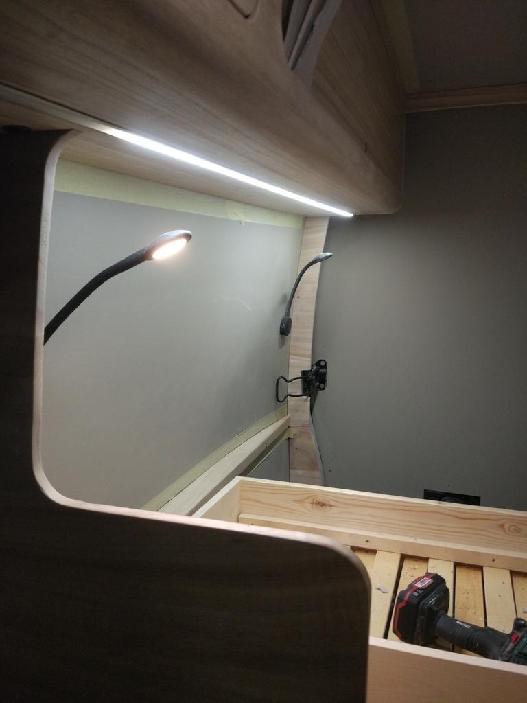 Luces LED instaladas en la furgoneta