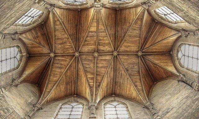 techo madera iglesia