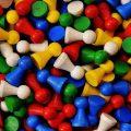 juguetes de madera de colores